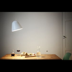 Lampa-tilt-vit-Nyta-produktbild