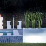 kruka-kado-slidedesign-belysning-mobler-ute-inne-lysande-vit